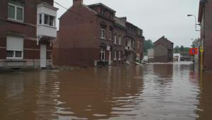 Inundaciones arrasan con pueblos de Bélgica