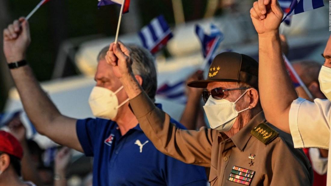 Castro y Díaz-Canel lideran manifestación en Cuba