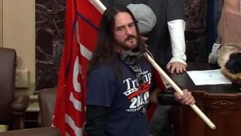 Lo condenan a 8 meses de prisión por atacar el Capitolio