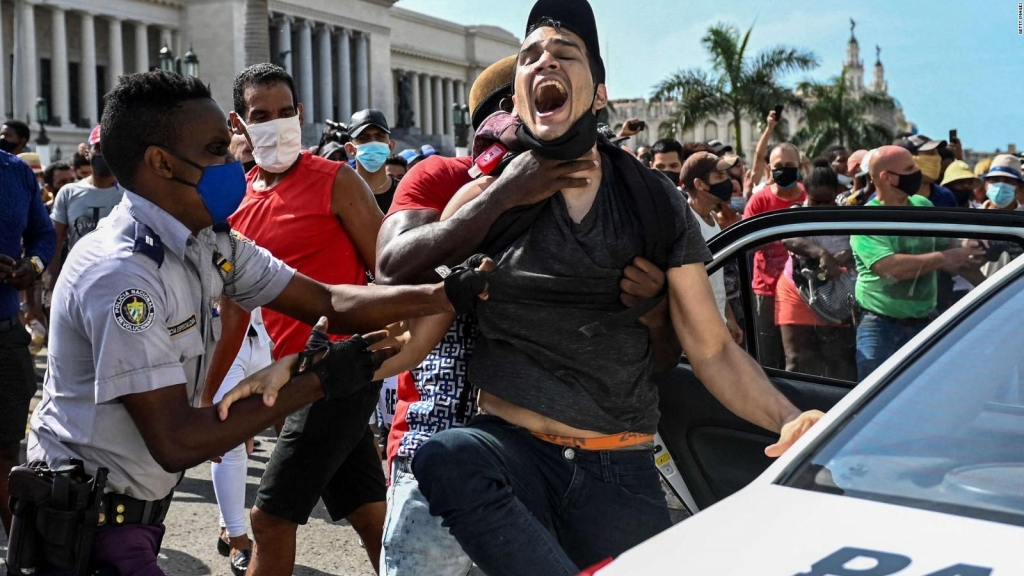 Activista: Miles de encarcelados en Cuba tras protestas