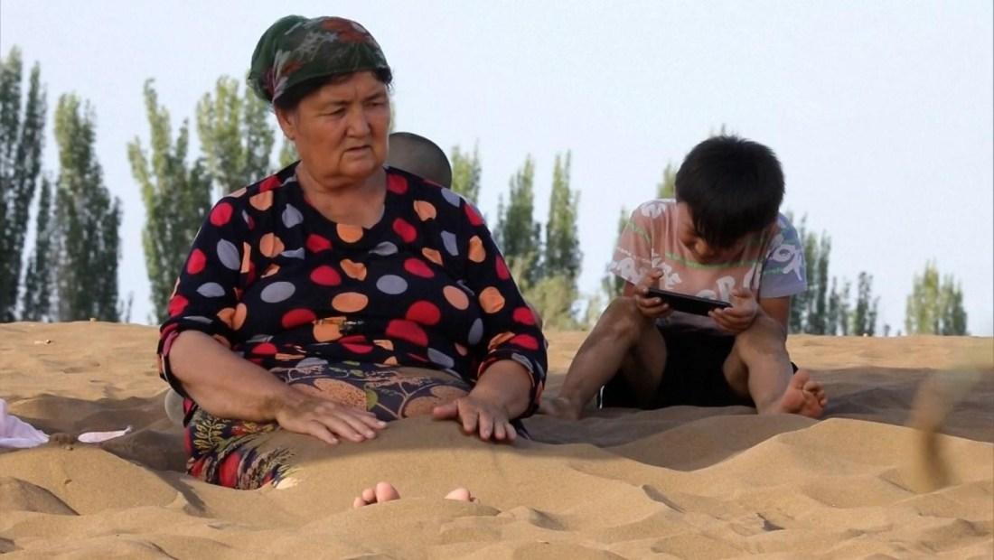 Así es la terapia de arena para mejorar la salud en China