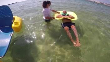 Iniciativa ayuda a discapacitados a disfrutar del mar