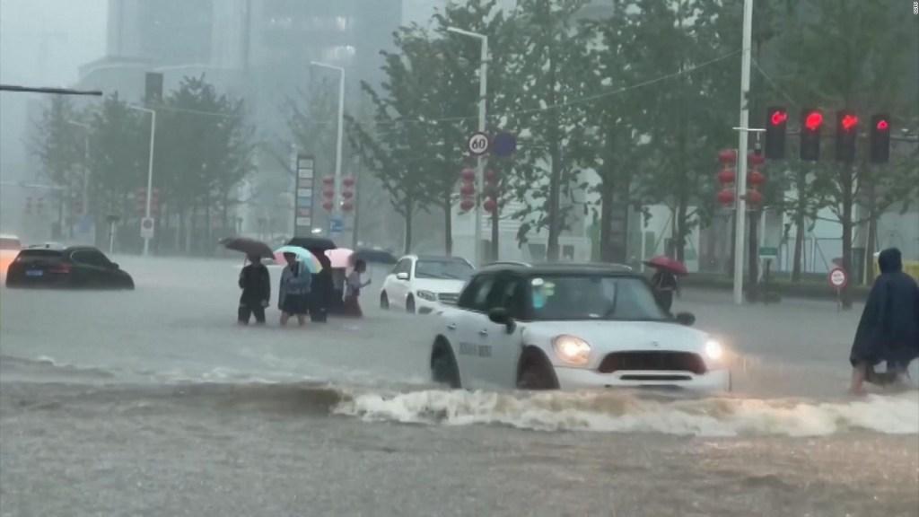 Mira las inundaciones que paralizaron el centro de China