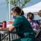 """EE.UU.: gobernadores en """"guerra"""" por vacunas y tapabocas"""