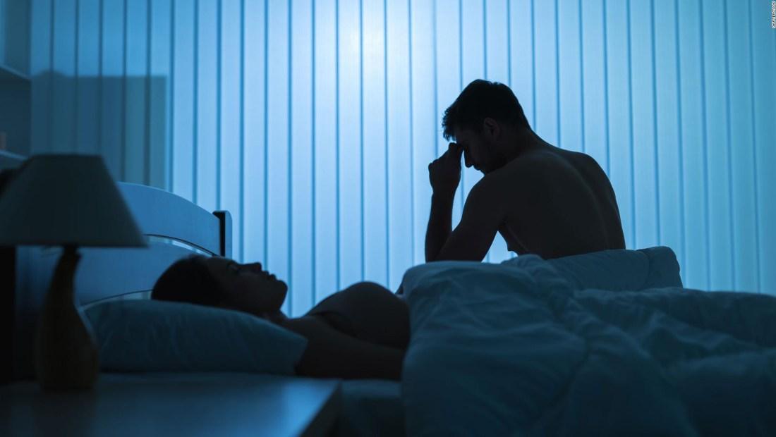 ¿Despiertas a tu pareja por hablar mientras duermes?