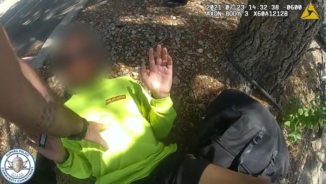 Acusan a dos policías tras intenso forcejeo en Colorado