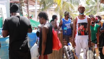 Miles de migrantes llegan a Necoclí, un pueblo en Colombia