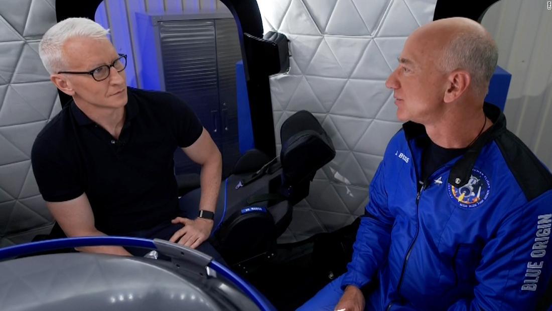 Jeff Bezos revela de qué habló la tripulación antes del despegue