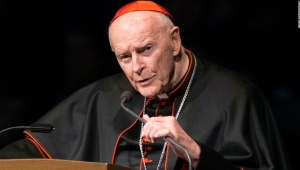 El excardenal Theodore McCarrick acusado penalmente por presunto abuso sexual de un menor hace casi 50 años