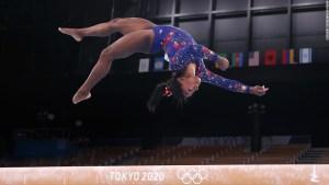 Simone Biles y 'los giros': cómo el miedo afecta la salud mental y la seguridad física de las gimnastas