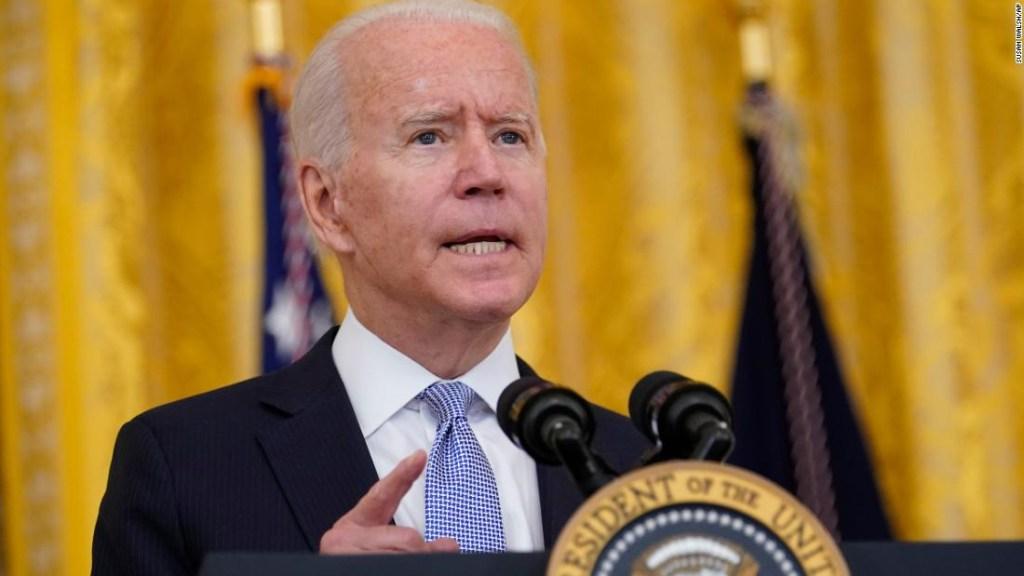 Biden abre un nuevo frente en la guerra de vacunación Covid-19 a medida que se profundizan las preocupaciones sobre la variante