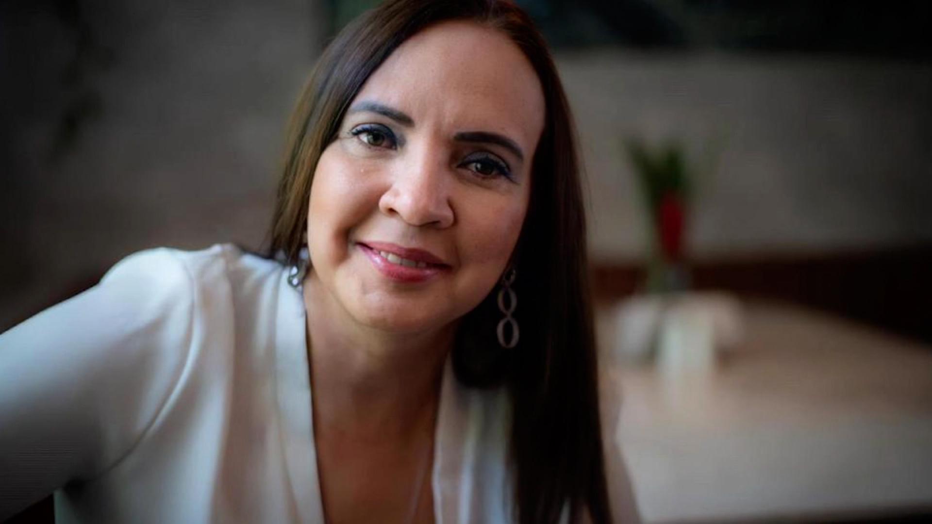 "Aspirante presidencial opositora María Asunción Moreno denuncia ""persecución"" y abandona Nicaragua"