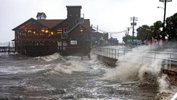 Autoridades monitorean dónde podría tocar tierra la tormenta Elsa, dice gobernador de Florida