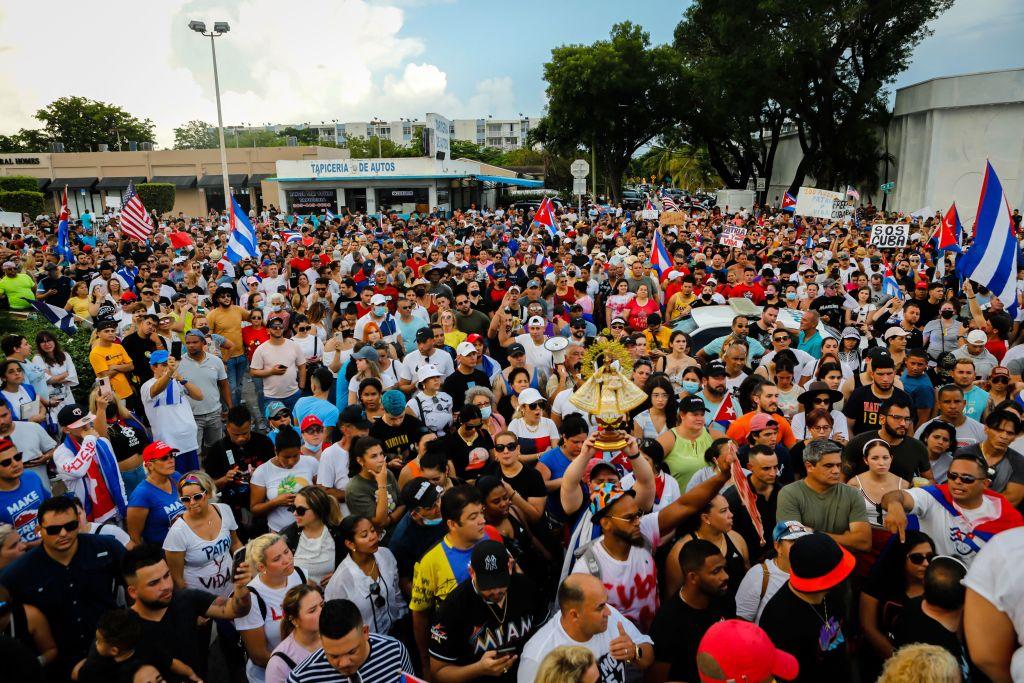 Cientos de personas en Miami se unen a protesta en Cuba