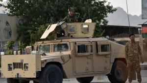 Denuncian crímenes de guerra en Afganistán tras video que muestra soldados asesinados por talibanes