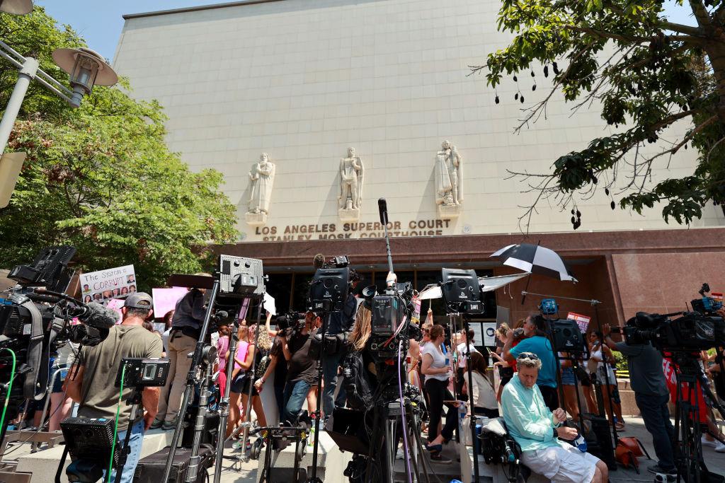 Judge lets Britney Spears choose her lawyer
