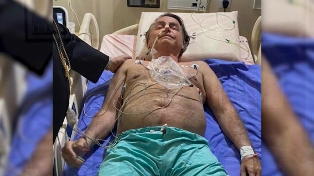 Bolsonaro publica una foto desde la cama del hospital