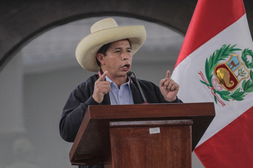 Pedro Castillo, proclamado presidente de Perú