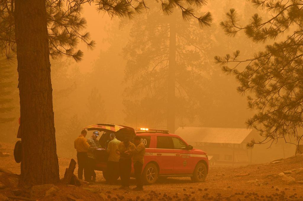 Un gran incendio se acerca a su casa pero estos hermanos no quieren irse. Estas son sus razones