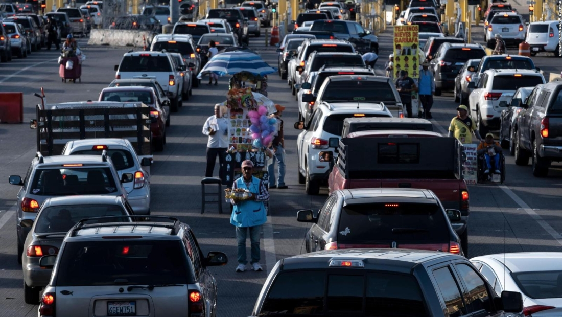 EE.UU. extiende otro mes cierre de frontera con México