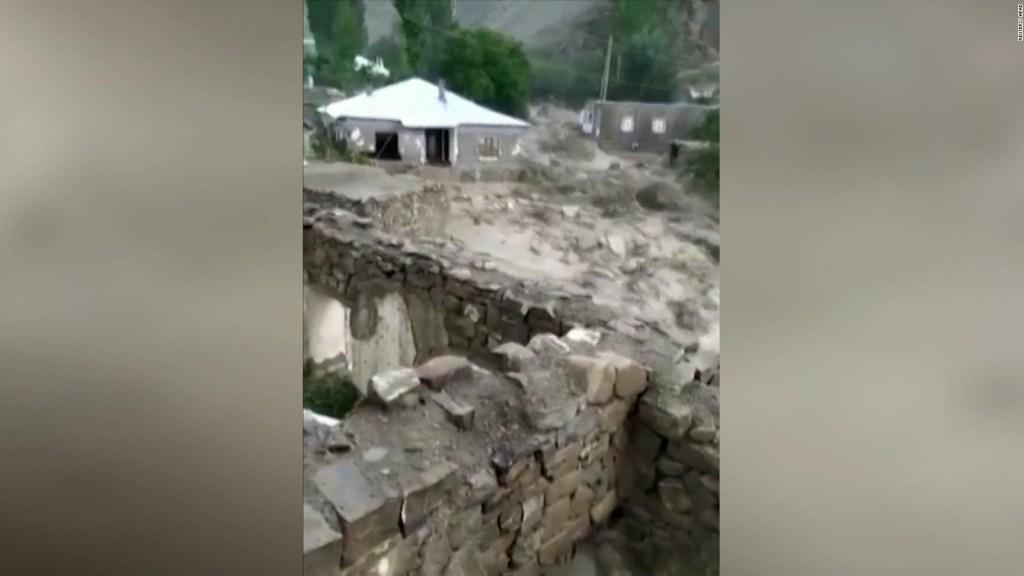 Turquía: rescatan a una mujer en plena inundación