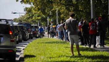 Forman filas en la Florida para prueba de covid-19