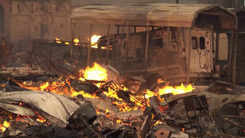 Video muestra como un incendio forestal consume a una ciudad