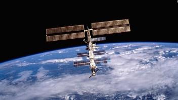 """Astronauta ruso """"ventanea"""" a la Tierra desde la EEI"""