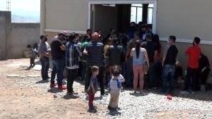 Mexicanos en Tijuana ayudan a familias que buscan asilo