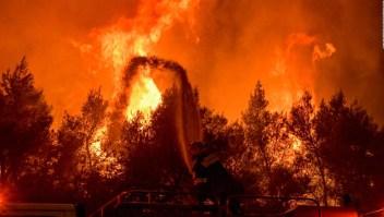 Incendios en Grecia arrasan hogares y dejan destrucción