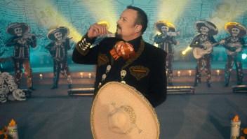 Pepe Aguilar se mantiene fiel a las rancheras