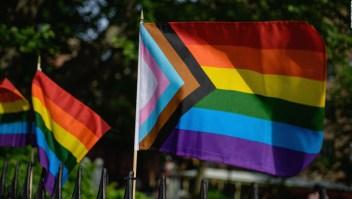 Grupos LGTBQ en EE.UU. consideran una nueva bandera más inclusiva