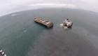 Barco se parte en dos y causa fuga de petróleo en Japón
