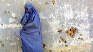 Talibán dice que no habrá violencia contra las mujeres