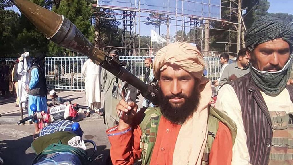 Salir de Afganistán fue decisión política, dice analista
