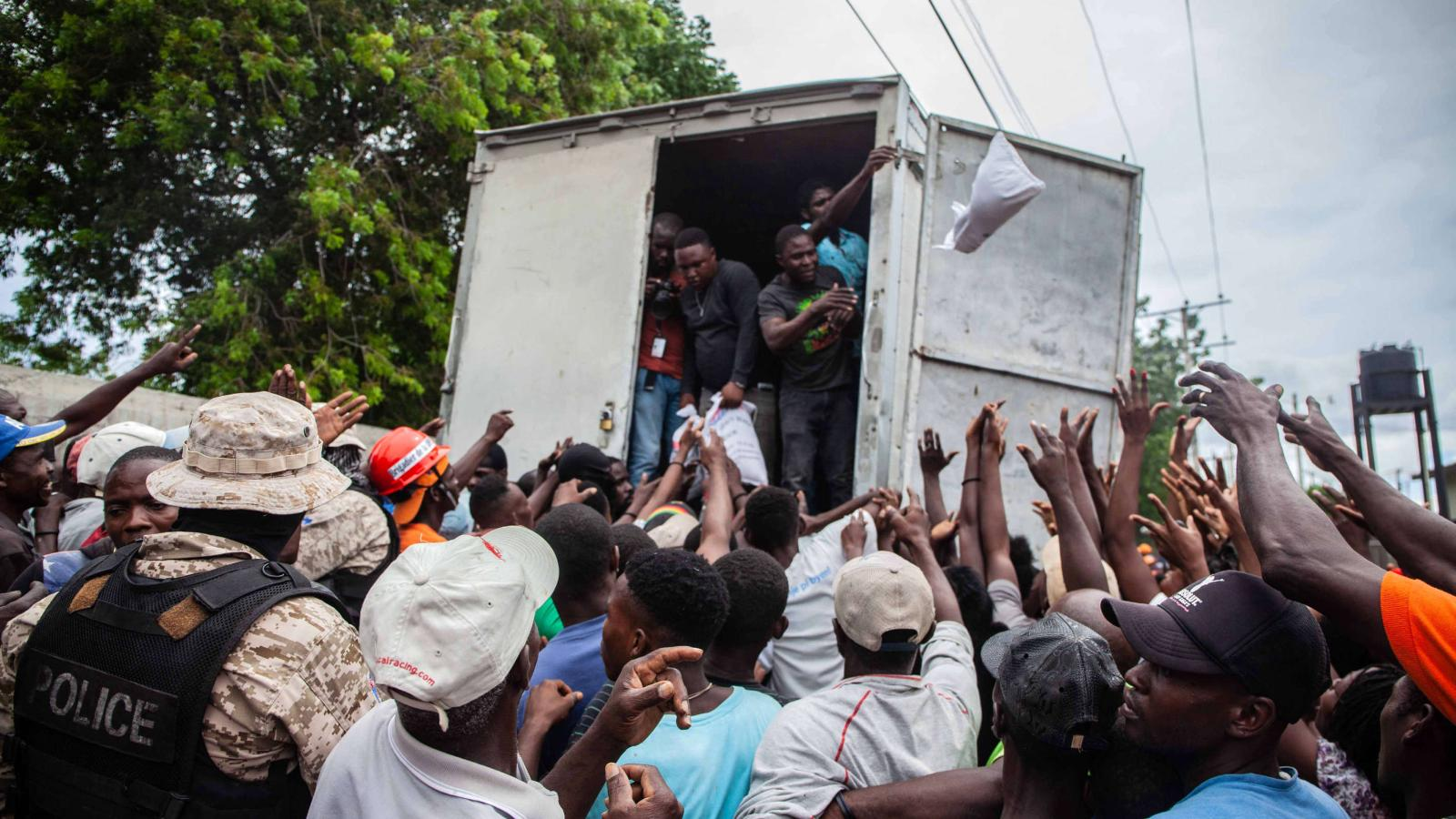 Llega ayuda a Haití por terremoto, pero no como en 2010