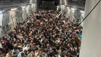 La desesperación por escapar de Kabul en una imagen
