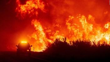 El incendio Dixie arrasa 630 viviendas de California