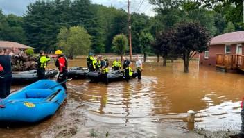 Decenas de desaparecidos por inundaciones en EE.UU.