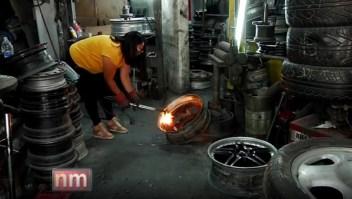 Mujeres al mando de un taller mecánico en México