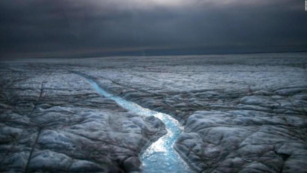 Umuulan sa kauna-unahang pagkakataon sa tuktok ng Greenland