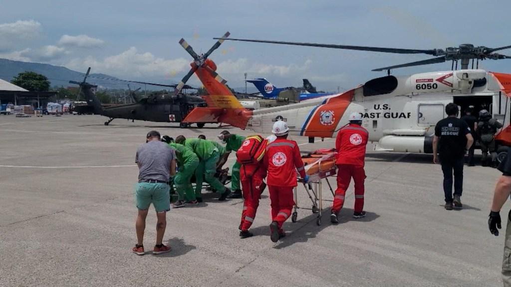 Haití: CNN acompaña a grupo de socorristas en misión humanitaria