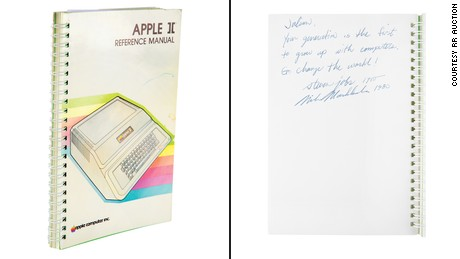 Venden manual de Apple II firmado por Steve Jobs