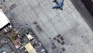 La evacuación en Kabul, captada por un satélite