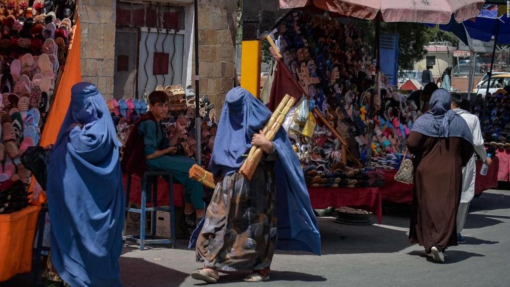 Los talibanes piden a las mujeres que no salgan de casa