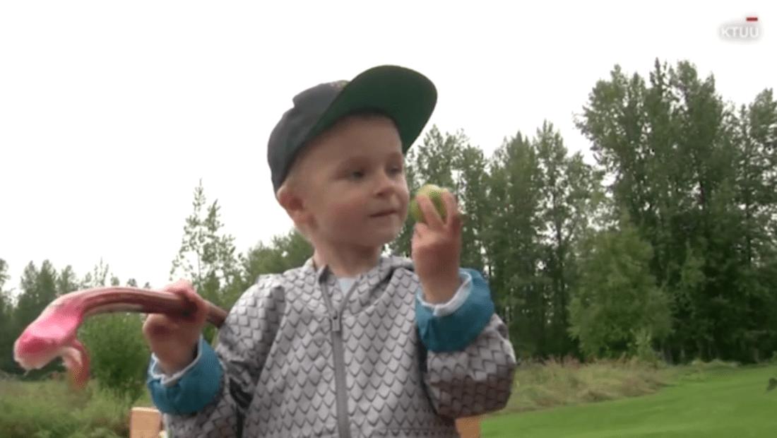 Intensa pasión de un niño por las verduras se vuelve viral
