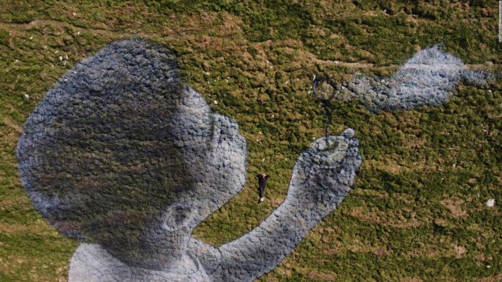 Grafiti gigante para levantar el ánimo