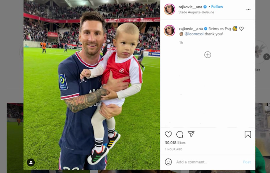 Who is the baby in the photo with Messi?