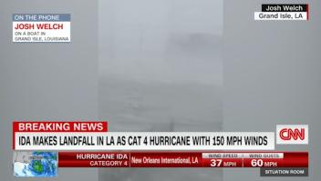 La fuerza del huracán Ida vista desde un bote