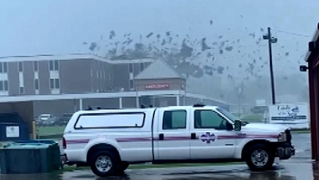 Vientos de Ida arrancan el techo de una clínica
